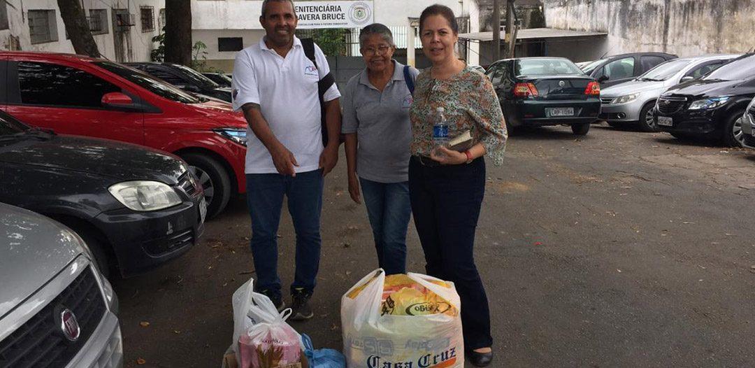 Igreja envia donativos a presidiárias