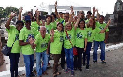 Voluntários levam esperança aos corações enlutados