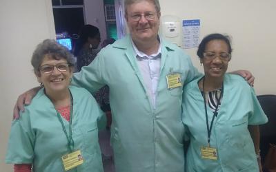 Voluntárias dedicam-se a apoiar pequenos pacientes internados na pediatria