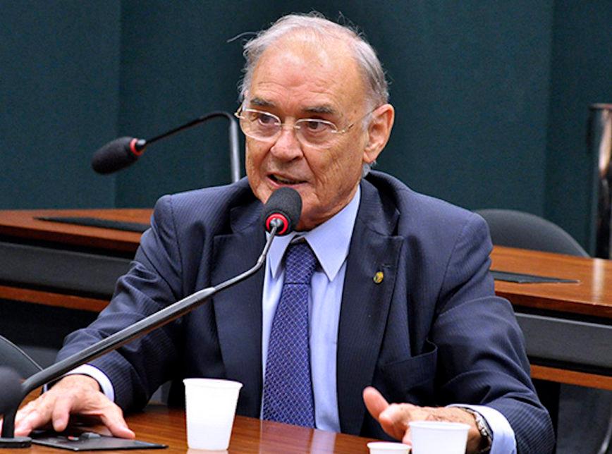 Morre o senador Arolde de Oliveira