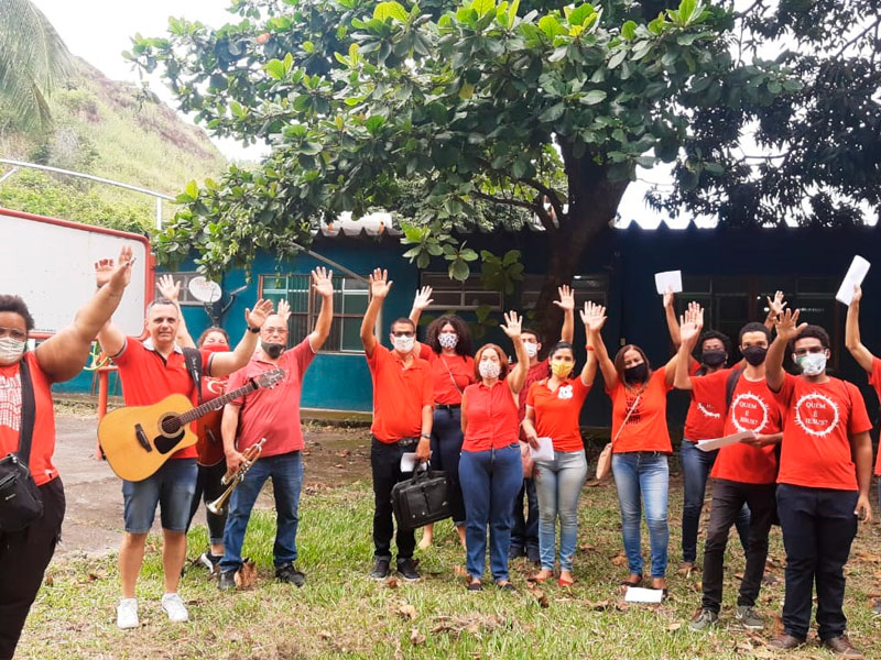 Equipe da Missão Hospitalar leva mensagem natalina ao Lar do Idoso